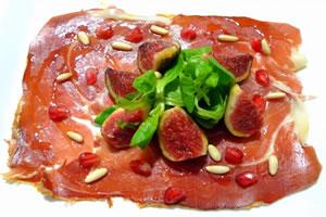 Carpaccio vom iberischen Schinken mit Salat