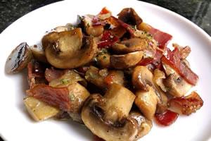 Pilze mit Knoblauch, Olivenöl und Iberico Pata Negra Schinken